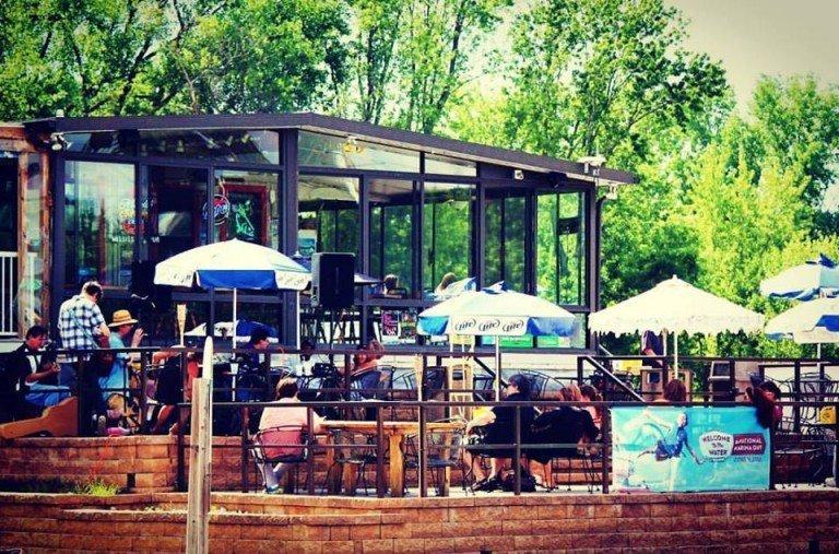 Mississippi Pub patio